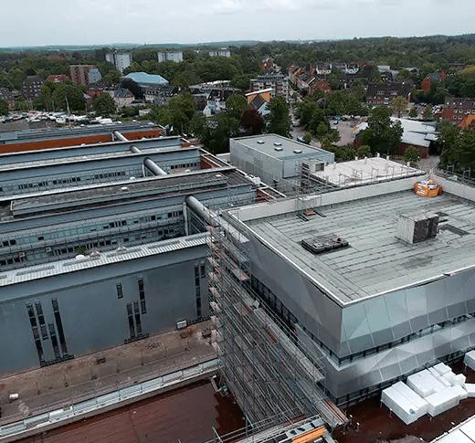 Das Geomar Bauprojekt aufgenommen von einer Drohne in Kiel als Referenz