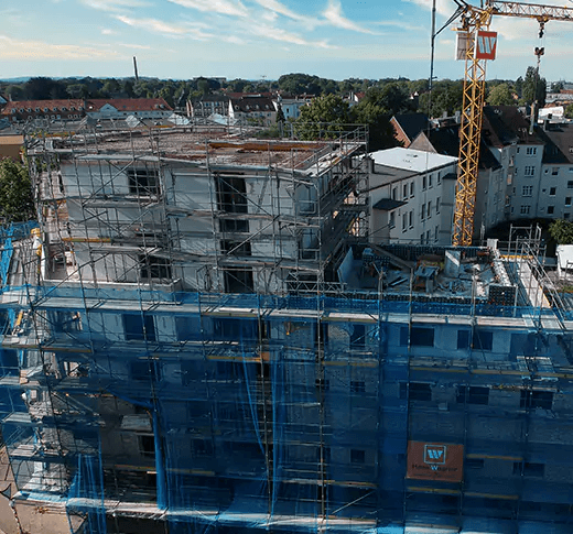 Drohnenaufnahme eines Mehrfamielien Hauses als Referenzbaustelle in Neumünster